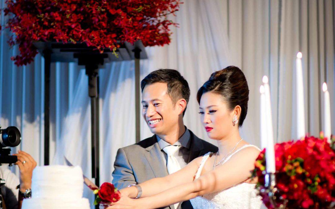 Dramatic Cake Cutting – The Sukhothai Bangkok Wedding